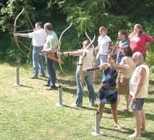 Schüler beim Bogenschießen, SMV-Tag 2006