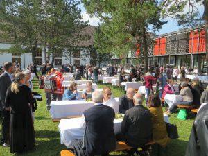90 Jahre St. Matthias: Mittagessen auf dem Campus der Schule (II)