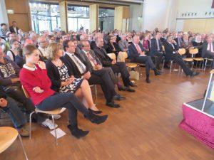 90 Jahre St. Matthias: aufmerksame Gäste und Zuhörerinnen und Zuhörer der Podiumsdiskussion