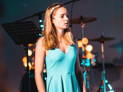 Alexa Hafner als Alice (Foto: Schlott)