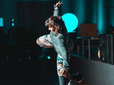 Katharina Böhm akrobatisch auf dem Einrad (Foto: Schlott)