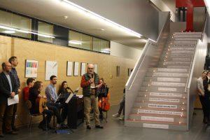 Herr Heisler führt durch das gemeinsame Morgengebet (Foto: Pilar)
