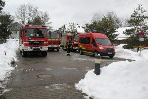 Freiwillige Feuerwehren aus mindestens vier Orten aus dem Umland von München sind nach Waldram gekommen. (I) (Foto: Erhard)