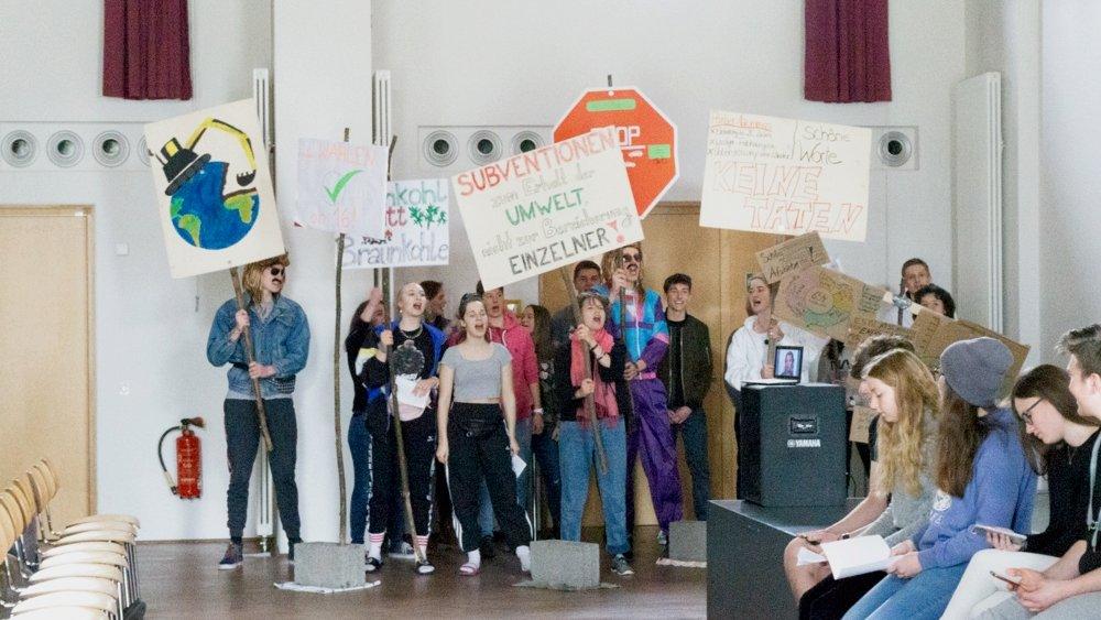 Für den Klimaschutz demonstrierende Schülerinnen und Schüler (Foto: Storch)