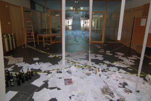 Abistreich 2019: Die Abiturienten brauchen ihre Mitschriften und Kopien jetzt nicht mehr ? (Foto: Klug)